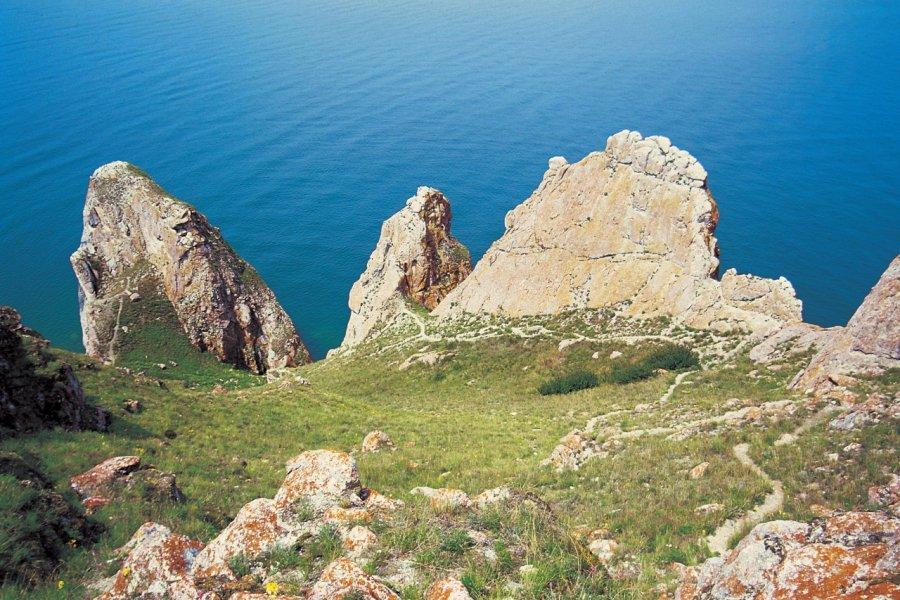 Le rocher des trois frères sur l'île d'Olkhon (© Stéphan SZEREMETA))