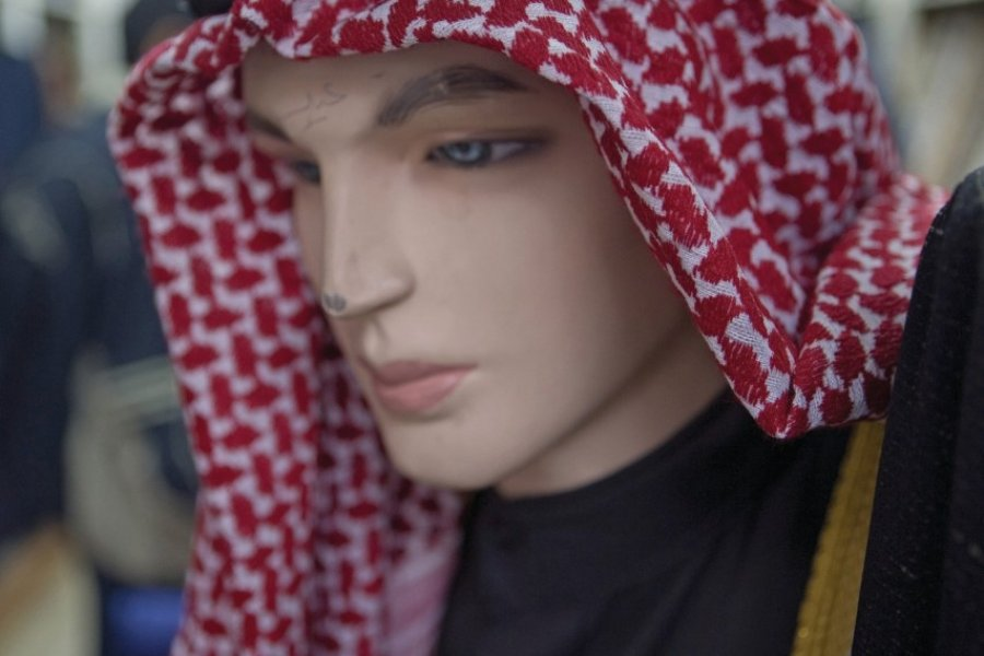 Keffieh en vitrine dans les souks d'Amman. (© Tom Pepeira - Iconotec))