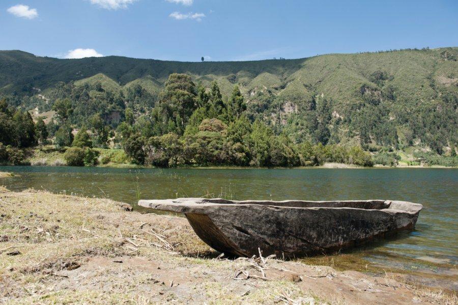 Les bords du lac dans le Cratère de Wenchi. (© ajansen))