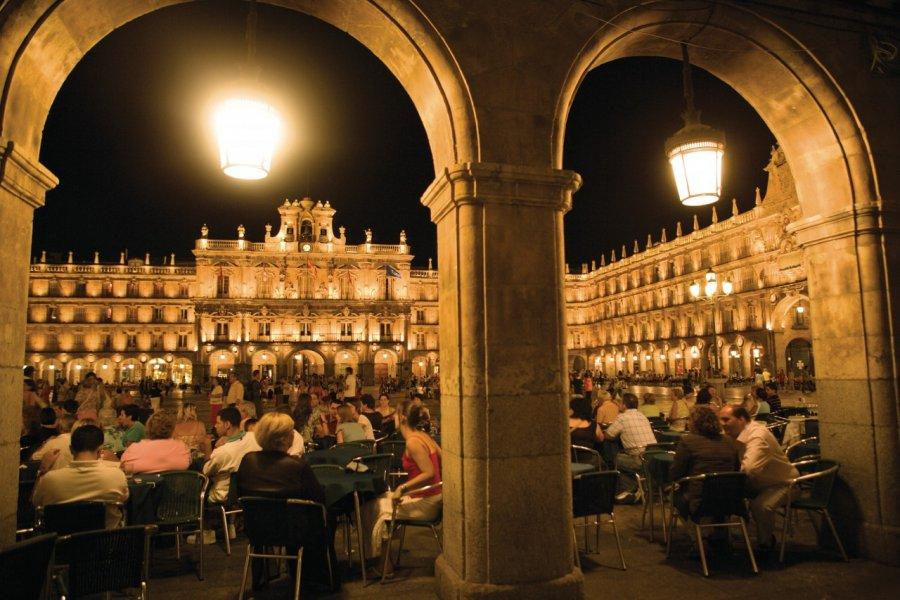 Plaza Mayor by night! (© Author's Image))