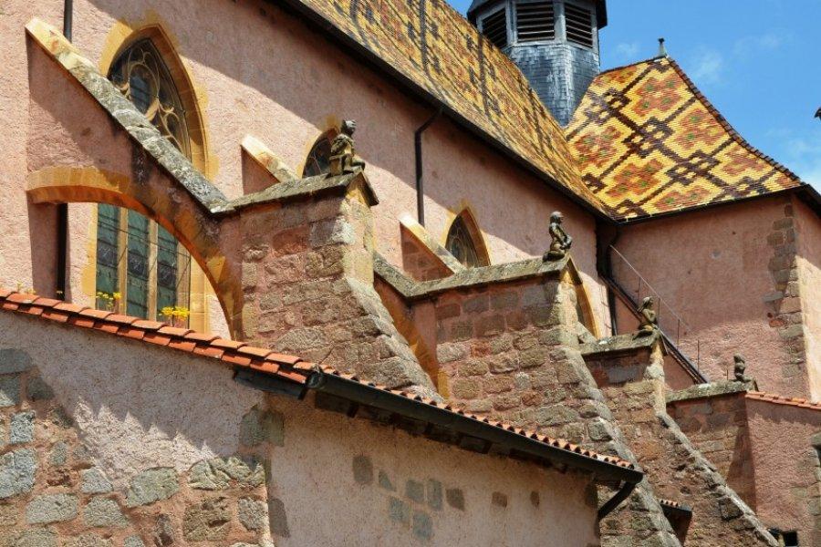 Arc-boutants, verrières et tuiles vernissées du prieuré d'Ambierle. (© Annerp - Fotolia))