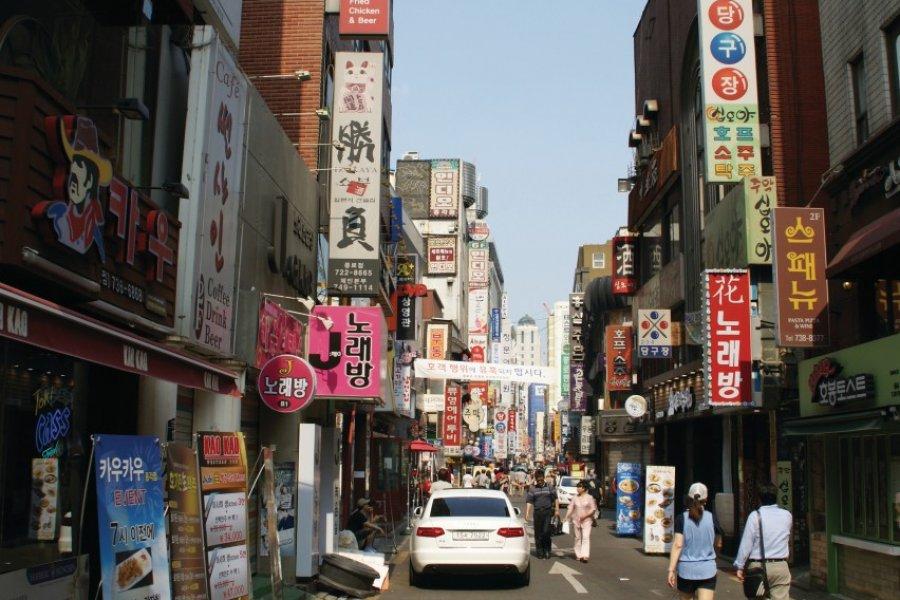 À l'ombre des grandes avenues, Séoul regorge de petites ruelles. (© Barthélémy COURMONT))