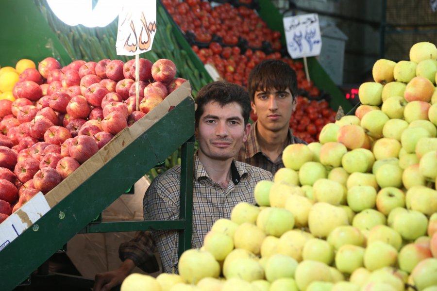 Vendeurs dans les rues de Téhéran. (© Pascal Mannaerts - www.parcheminsdailleurs.com))
