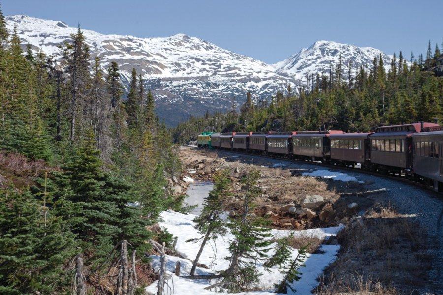 Train de la White Pass menant à Skagway. (© iStockphoto.com/VisionsbyAtlee))