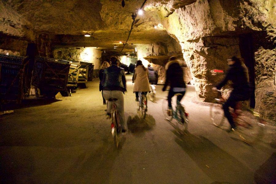 La visite des caves à vélo, toute l'année sur réservation (© BOUVET-LADUBAY))