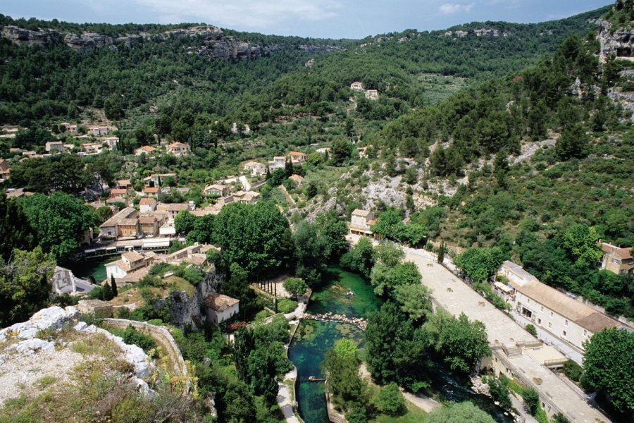 Vue générale de Fontaine de Vaucluse (© Irène ALASTRUEY - Author's Image))