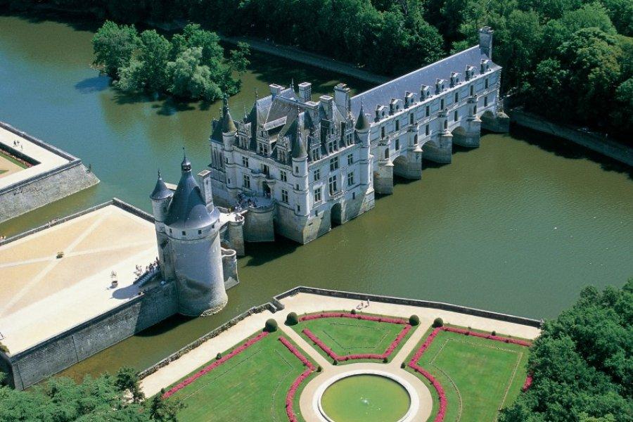 Vue aérienne du château de Chenonceau (© MARC JAUNEAUD - ICONOTEC))