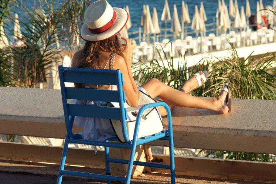 Les chaises bleues de la Croisette, à Cannes. (© Nicolas DIEPPEDALLE - Fotolia))