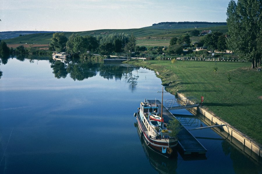 La Marne à Dormans (© S. REMAIN - ICONOTEC))