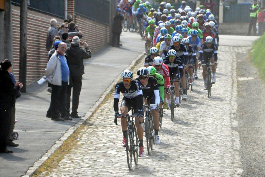 Le Paris-Roubaix reste toujours aussi populaire. (© Catherine FAUCHEUX))