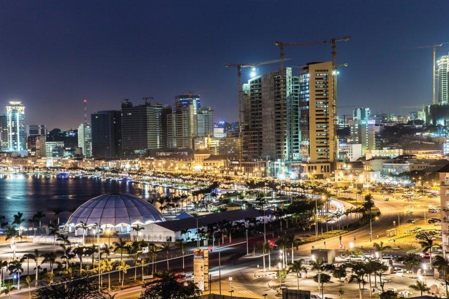 Baie de Luanda. (© AdemarRangel))