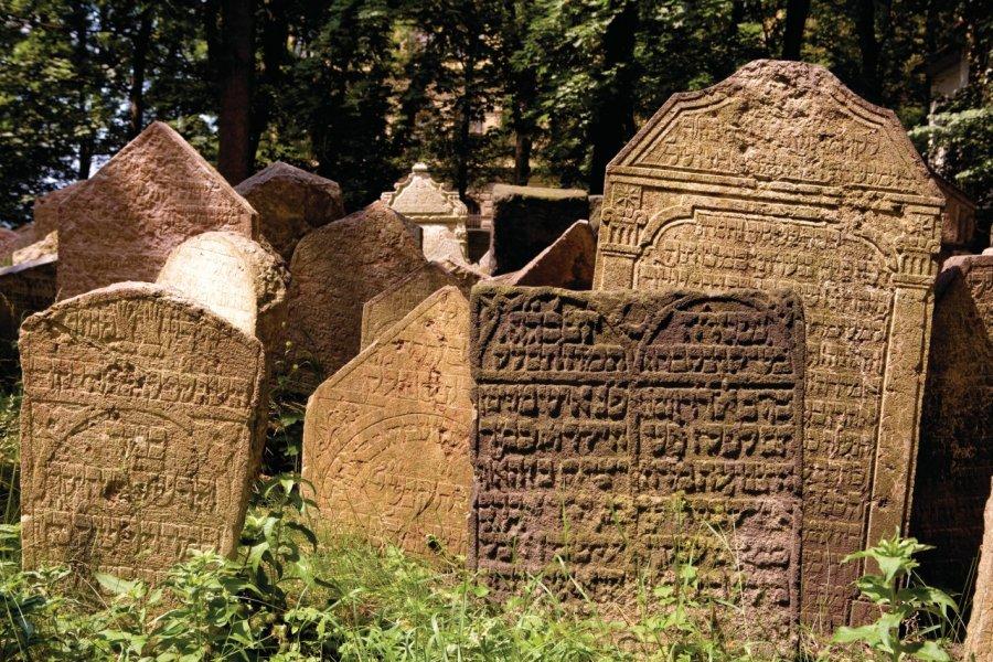 Vieux cimetière juif rappelant l'importance de Josefov autrefois. (© Author's Image))