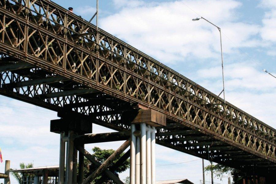 Pont sur la rivière Napo à Coca. (© Stéphan SZEREMETA))