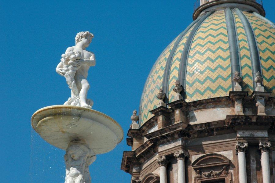 Fontana della Vergogna au pied de l'église Santa Caterina, Piazza Pretoria. (© Picsofitalia.com))