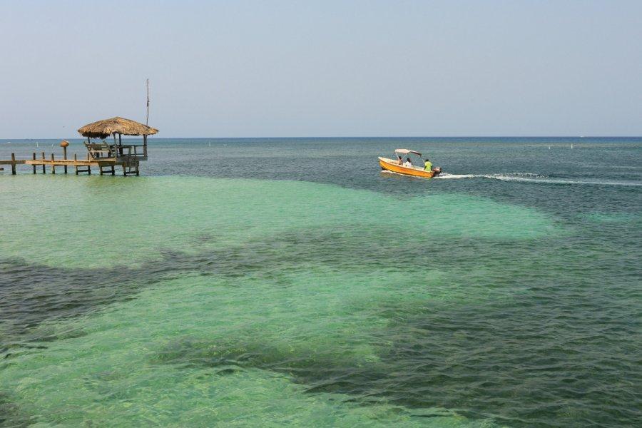 West Bay, Roatan. (© Shunyu FAN - iStockphoto))