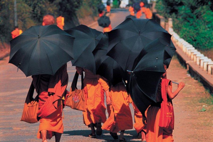 Moines bouddhistes. (© Hugo Canabi - Iconotec))