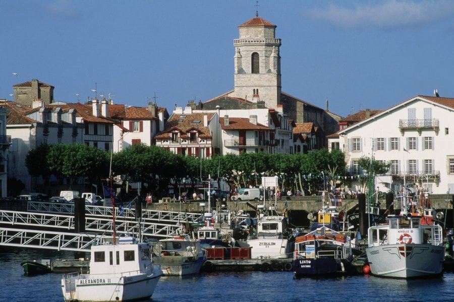 Vue depuis le port de Saint-Jean-de-Luz (© PHOVOIR))