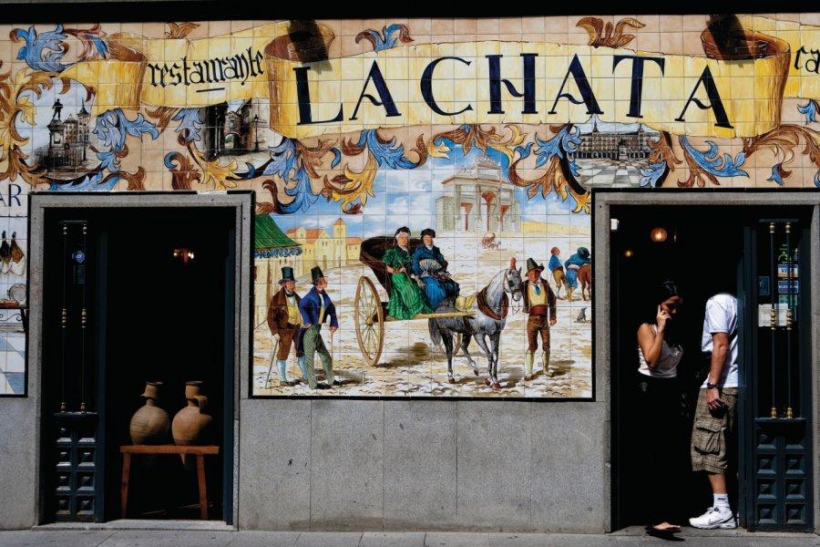 Bar-restaurant à tapas La Chata, rue Cava Baja. (© Philippe GUERSAN - Author's Image))