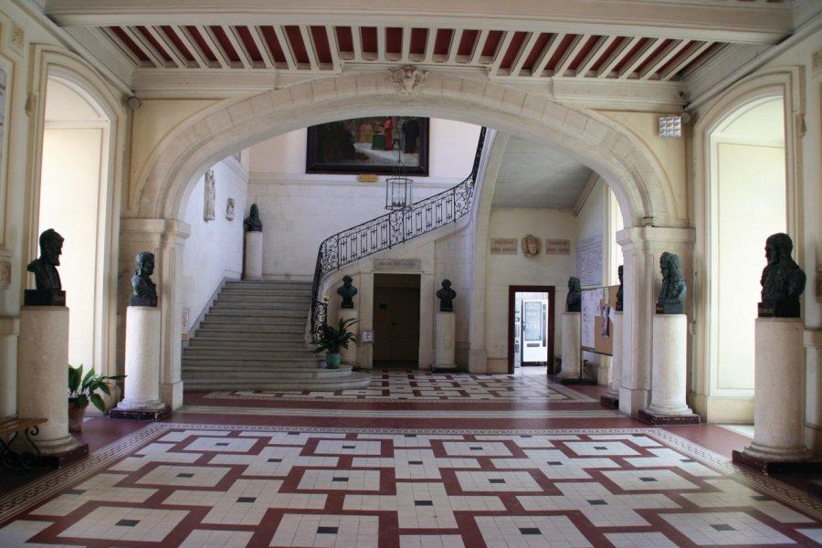 Hall d'entrée de la Faculté de Médecine de Montpellier (© Stéphan SZEREMETA))