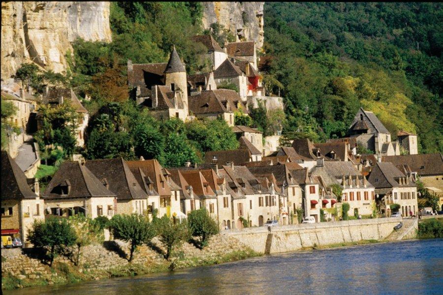 La Roque-Gageac, au bord de la Dordogne (© VINCENT FORMICA))