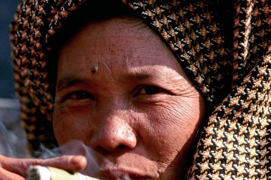 Birmane fumant le cheroot. (© Author's Image))