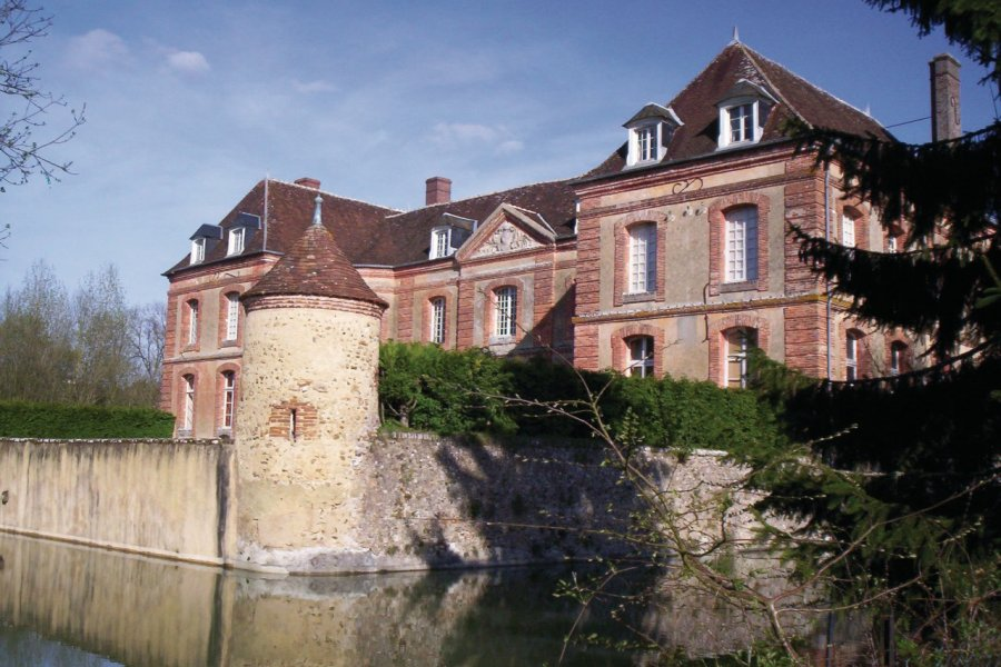 Le château de Dracy. (© Josiane Maxel))