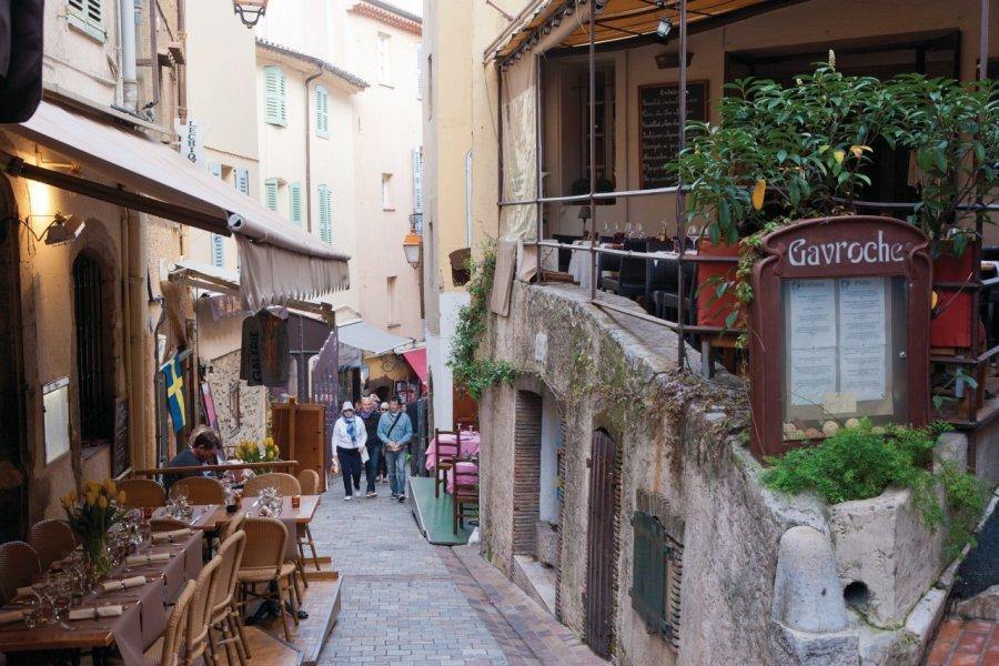La rue Saint-Antoine, Cannes (© Lawrence Banahan - Author's Image))