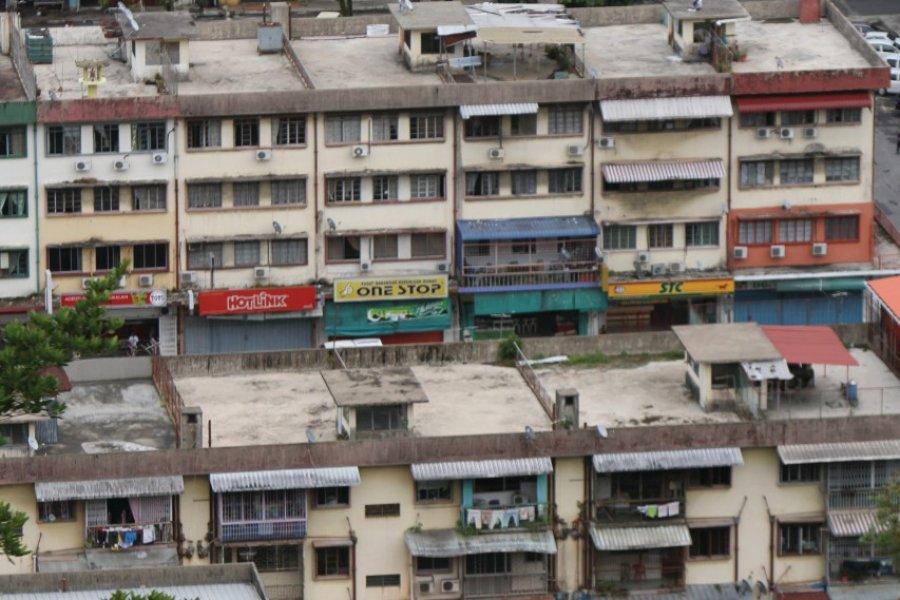 Vue sur des habitations de Sandakan le long de Jalan Leila (© Stéphan SZEREMETA))