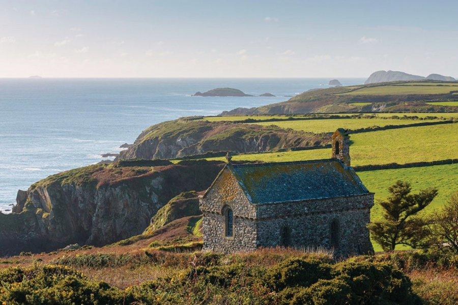 St Non's Chapel, près de St David's. (© Pembrokeshire Coast National Park Authority))