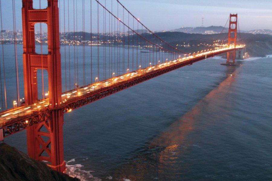 Golden Gate Bridge au crépuscule. (© Stéphan SZEREMETA))
