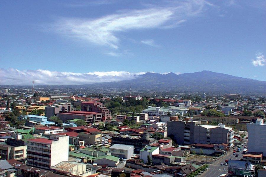 Vue du Volcan Irazú depuis San José (© ICT (Institut Costaricien de Tourisme)))