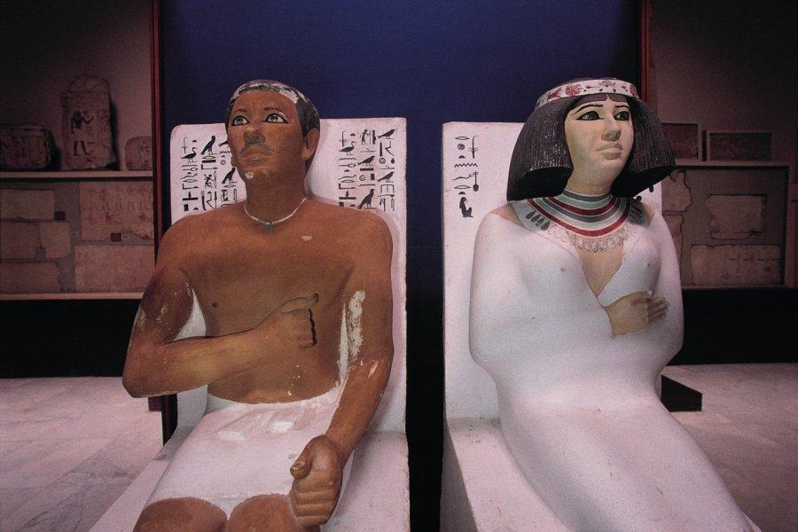 Musée égyptien, statues funéraires de Rahotep et de son épouse Nofret. (© Tom Pepeira - Iconotec))