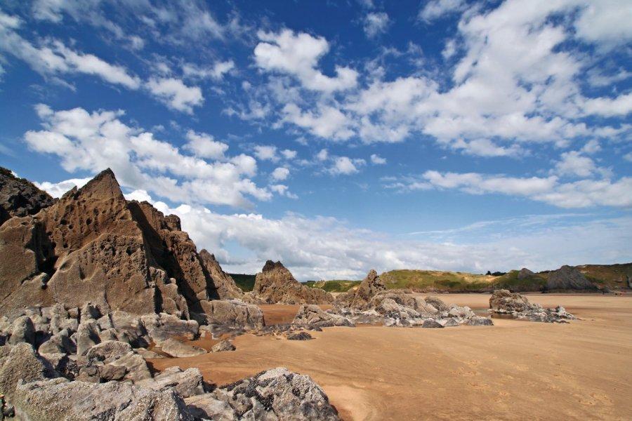 Three Cliffs Bay (© Louis16 - iStockphoto.com))