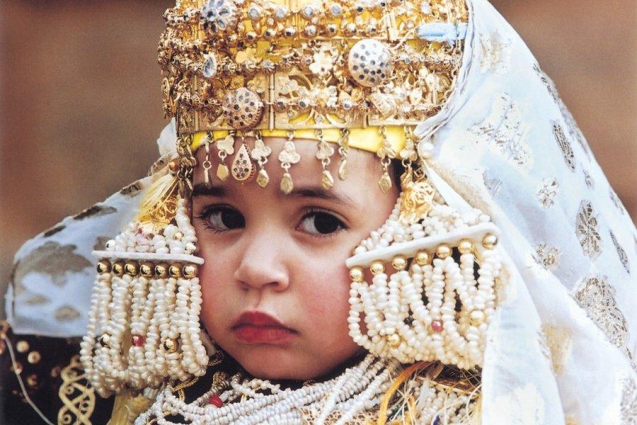 Enfant en costume traditionnel. (© Sébastien CAILLEUX))