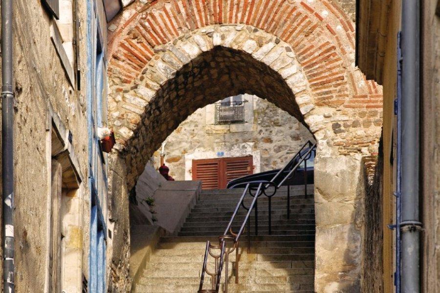 L'escalier de Grande poterne dans la Cité Plantagenêt (© Razvan - iStockphoto.com))