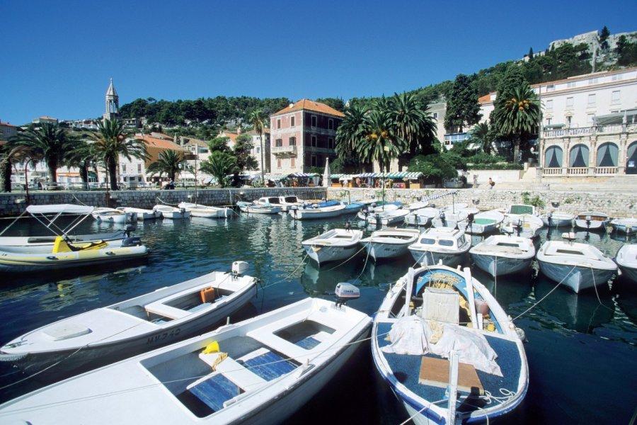Le port de Hvar. (© Author's Image))