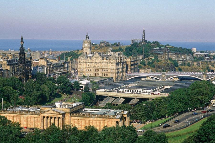 Édimbourg porte fièrement son statut de capital écossaise. (© Alamer - Iconotec))