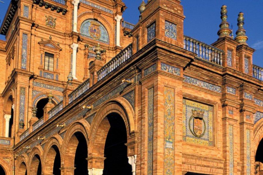 Le palais de la Plaza de España est l'une des merveilles de Séville. (© Alamer - Iconotec))