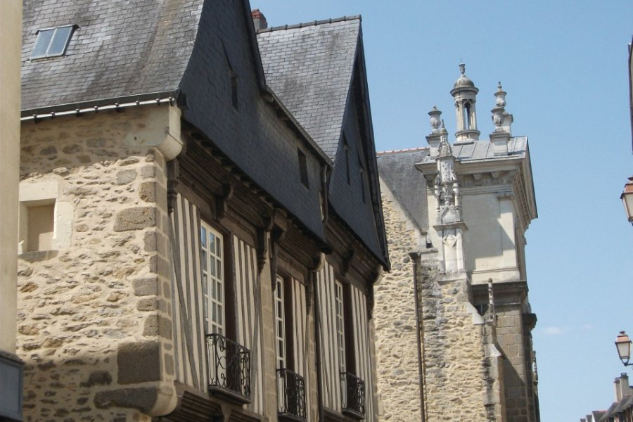 Maison à pans de bois et l'église Saint-Vénérand (© Béatrice DEMERSSEMAN))