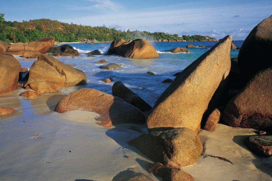 Rochers de granit. (© Tom Pepeira - Iconotec))