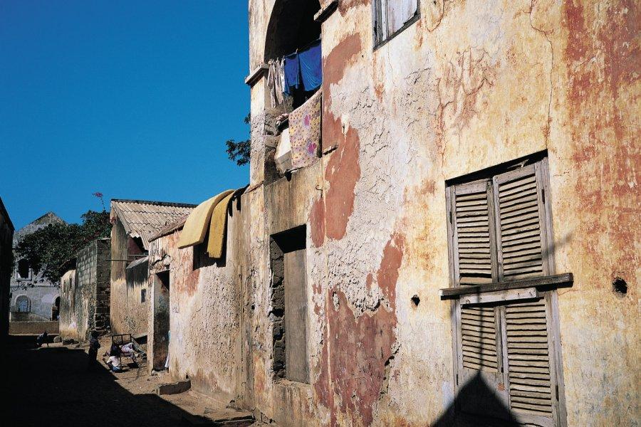 Ruelle de l'île de Gorée. (© Tom Pepeira - Iconotec))