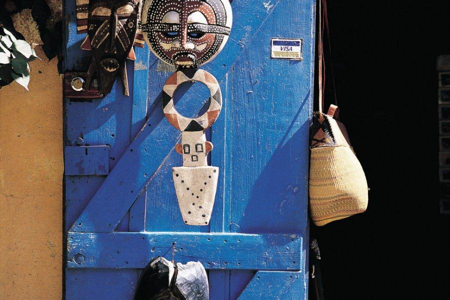 Masques traditionnels en vente sur l'île de Gorée. (© Tom Pepeira - Iconotec))