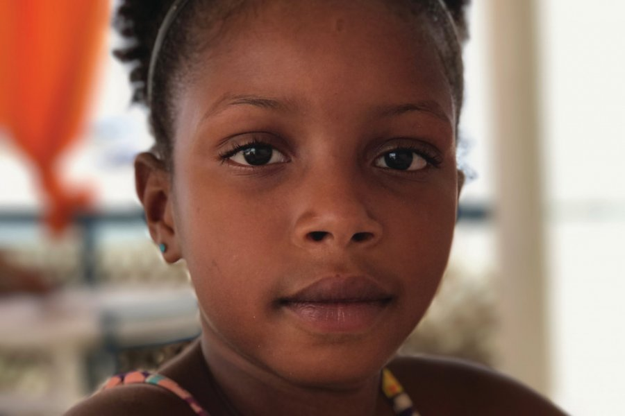 Portrait d'une petite fille Capverdienne. (© Christophe SIMS))