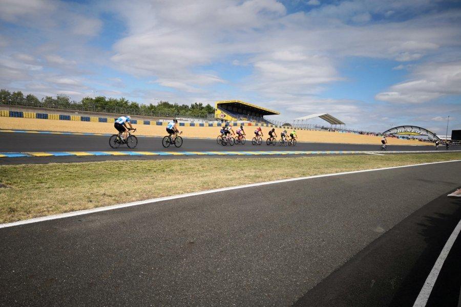 Voila denier tour de piste, on ne lâche rien, 24 Heures Vélo Pearl Izumi au Mans. (© Sophie LECHERTIER))