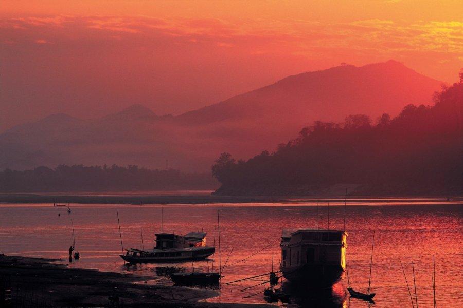 Le Mékong au coucher du soleil. (© Hugo Canabi - Iconotec))