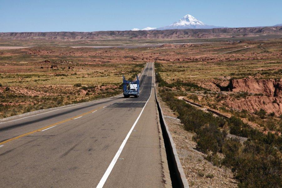 Route nationale vers le Chili et volcan Sajama. (© Arnaud BONNEFOY))