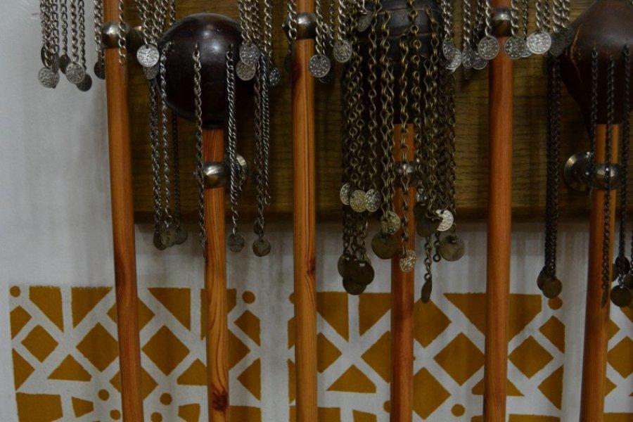 Sabres utilisés par les dervich pendant les rituels sacrés. (© Bérenger THIBAUT))