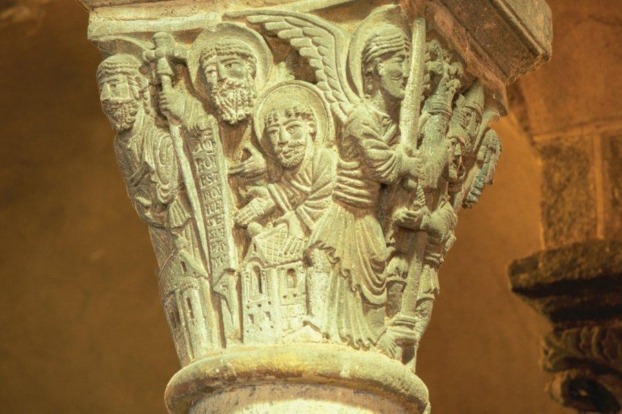 Chapiteau sculpté (© PIERRE DELAGUERARD - ICONOTEC))
