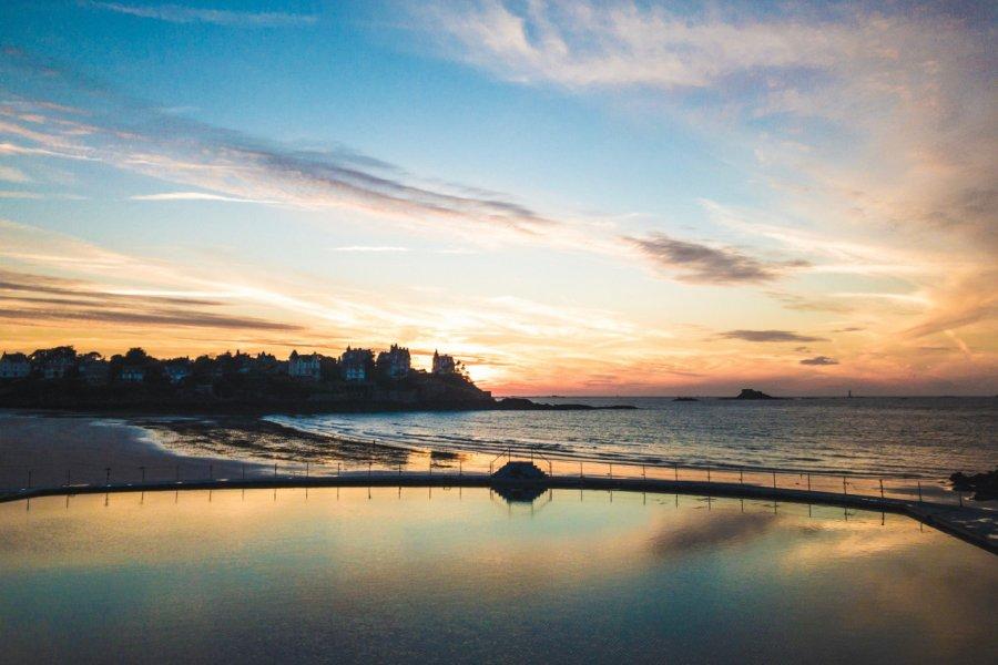 Dinard, coucher de soleil à l'extrémité Est de la plage de l'Ecluse (© Floriane RAVARD))