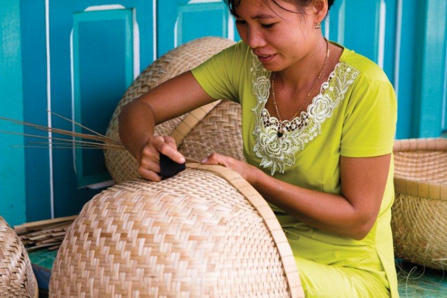 Fabrication de panniers en osier. (© Author's Image))